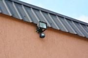 luz fuera de casa y cámaras de seguridad